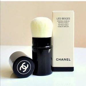 New CHANEL CHANELRetractable Kabuki Brush